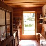 Küche mit Zugang zum Garten