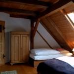 großes Schlafzimmer mit 3 Betten